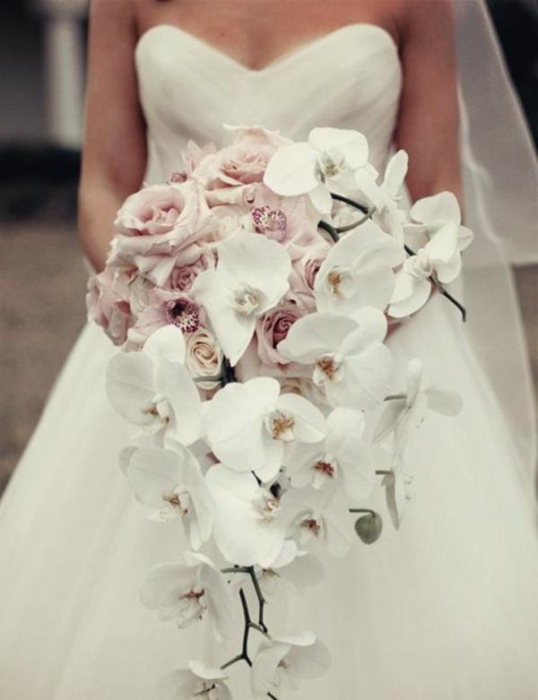 bouquet-de-mariée-en-cascade-retombant