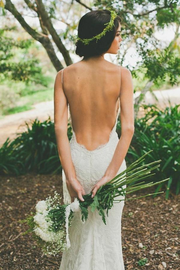 bouquet-de-mariée-original-robe-dos-nue