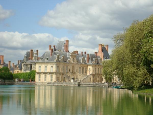 château-de-fontainebleau-France-histoire-du-cote-resized