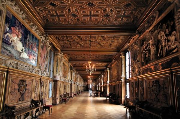 château-de-fontainebleau-France-histoire-la-galerie-couloir-resized