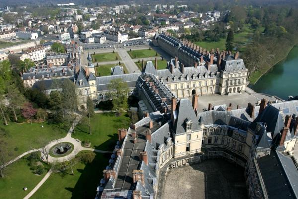 château-de-fontainebleau-France-histoire-vue-resized