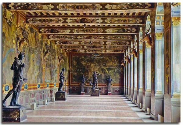 château-de-fontainebleau-histoire-Galerie-des-Cerfs-Fontainebleau-resized