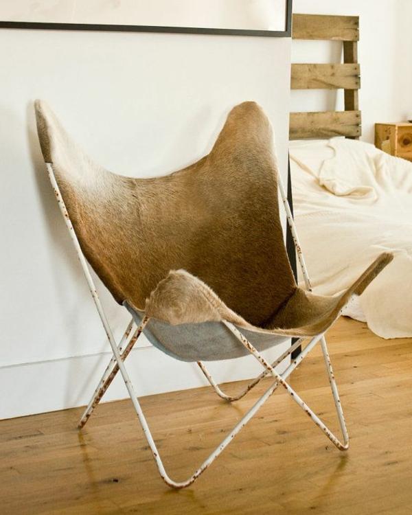 chaise-papillon-beige