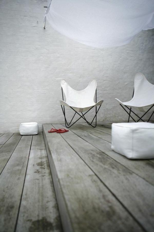 chaise-papillon-blanche-extérieur-moderne