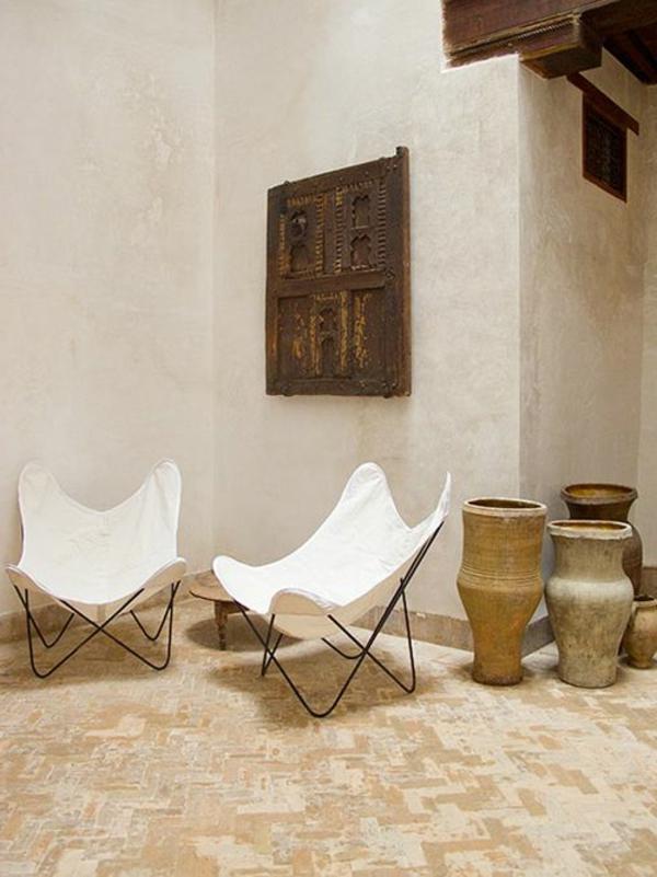 chaise-papillon-blanche-extérieur