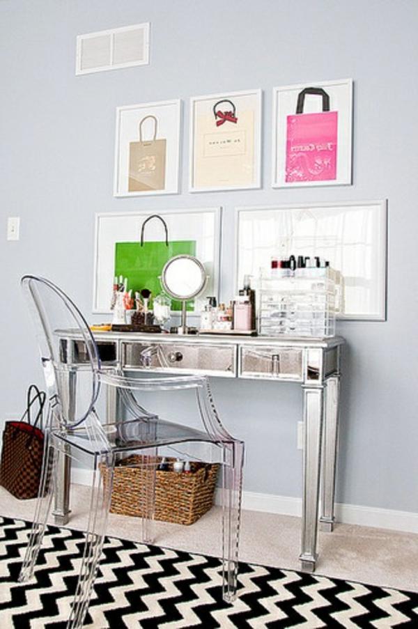 chaise-transparente-bureau-couleur-d'argent-et-tapis-géométrique
