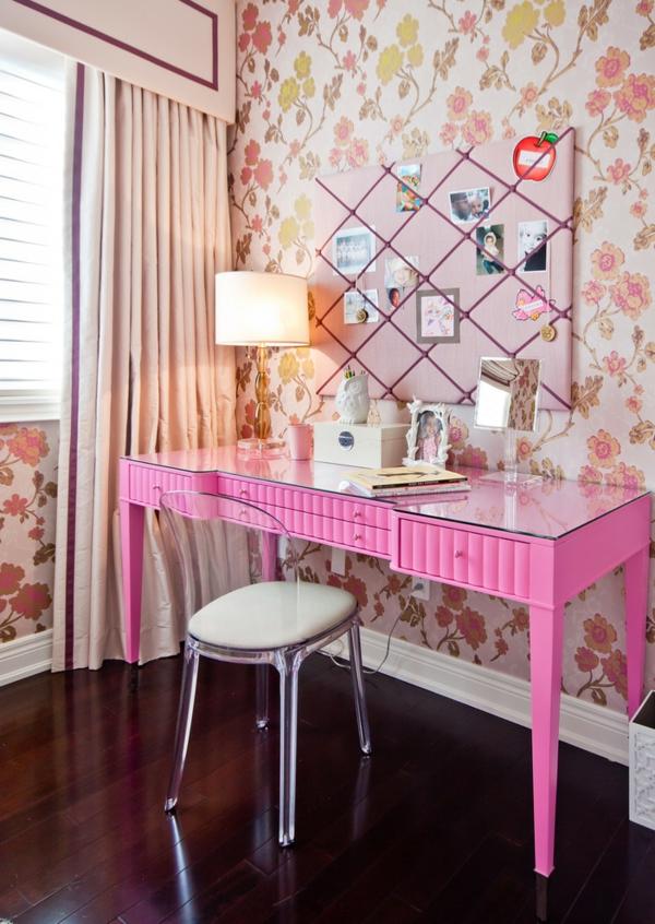 chaise-transparente-chaise-acrylique-superbe-bureau-rose-et-papier-floral-rose