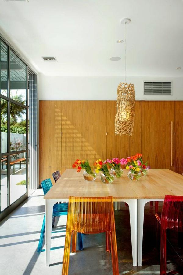 chaise-transparente-chaises-transparentes-en-couleurs-salle-à-manger