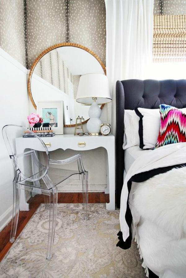 chaise-transparente-chambre-à-coucher-unique