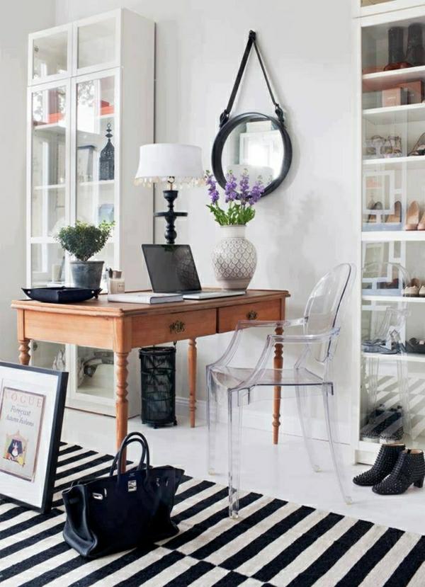 chaise-transparente-chambre-féminine-en-noir-et-blanc