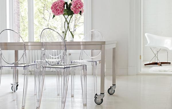 chaise-transparente-décor-blanc-épuré