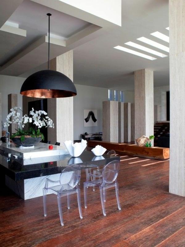 retrouvez la chaise transparente un beau bijou pour votre int rieur. Black Bedroom Furniture Sets. Home Design Ideas