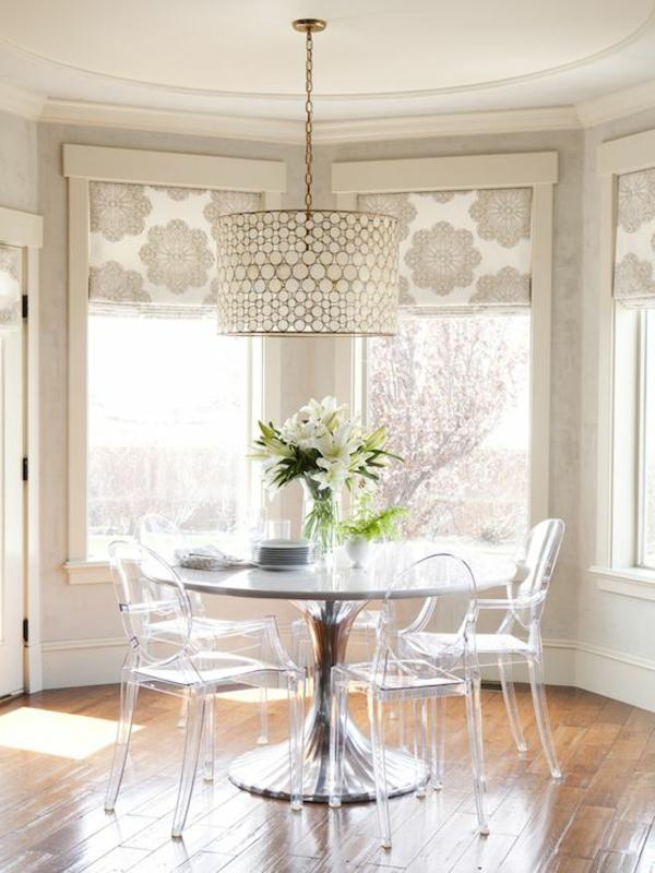 chaise-transparente-grandes-fenêtres
