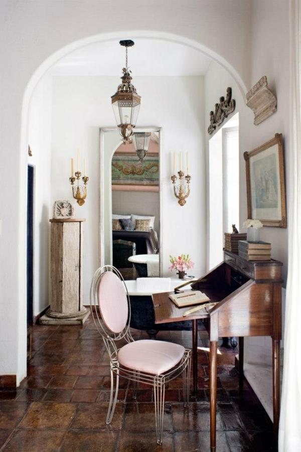 chaise-transparente-intérieur-déco-vintage