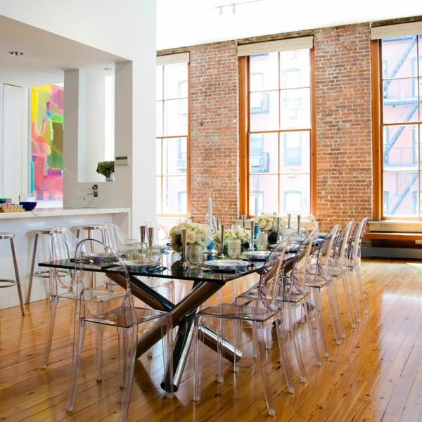 chaise-transparente-intérieur-fantastique-sol-en-bois