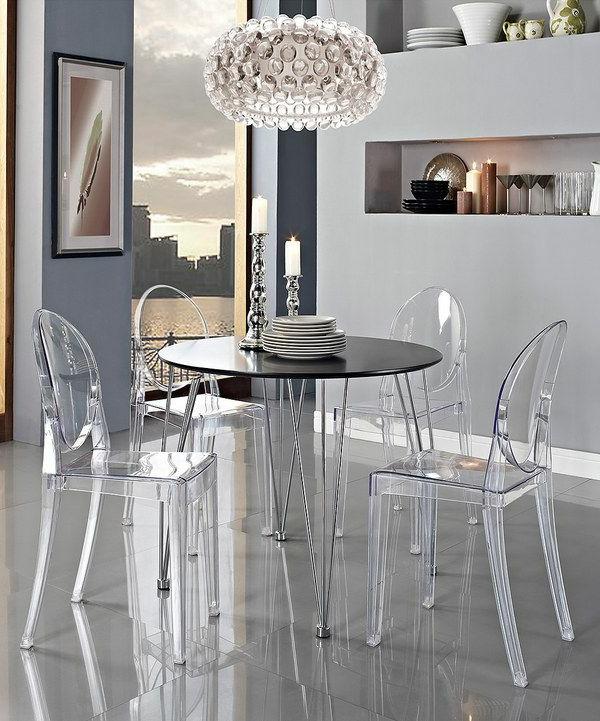 chaise-transparente-intérieur-unique-en-gris