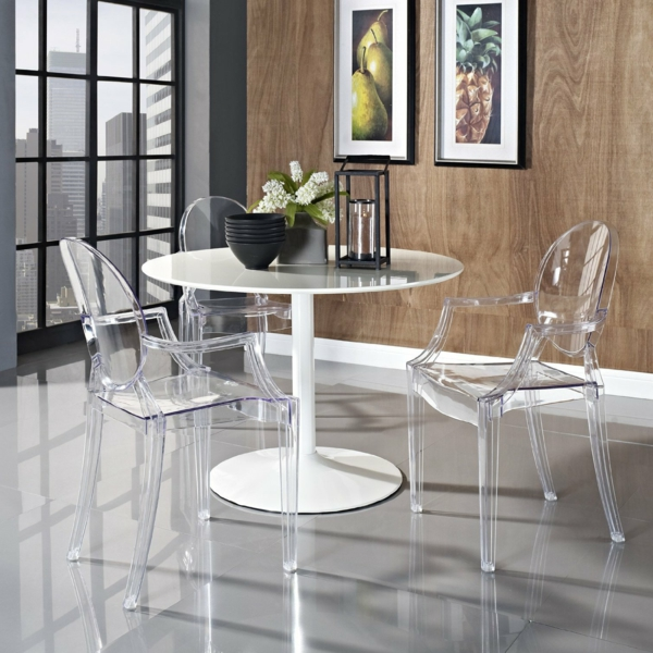 chaise-transparente-petite-table-mur-stratifié