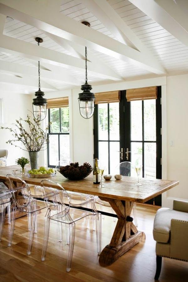 chaise-transparente-plafonnier-loft-en-bois-blanc