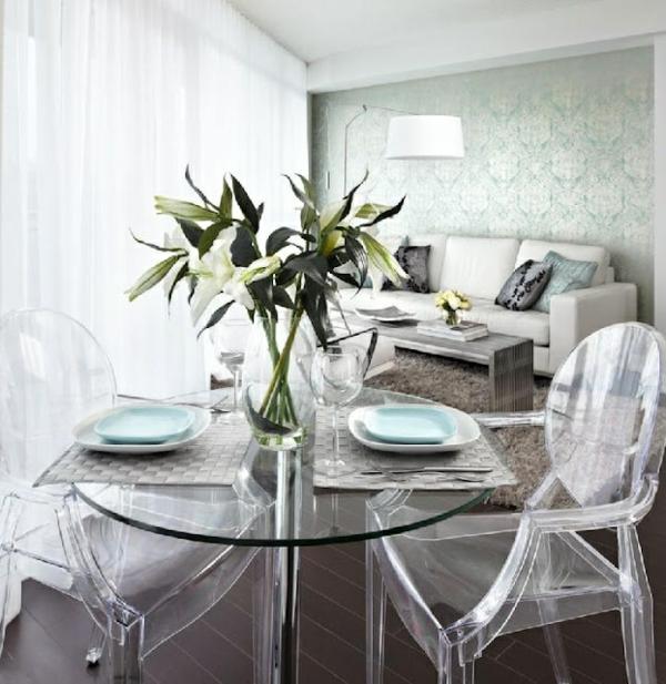 chaise-transparente-salle-de-séjour-petite