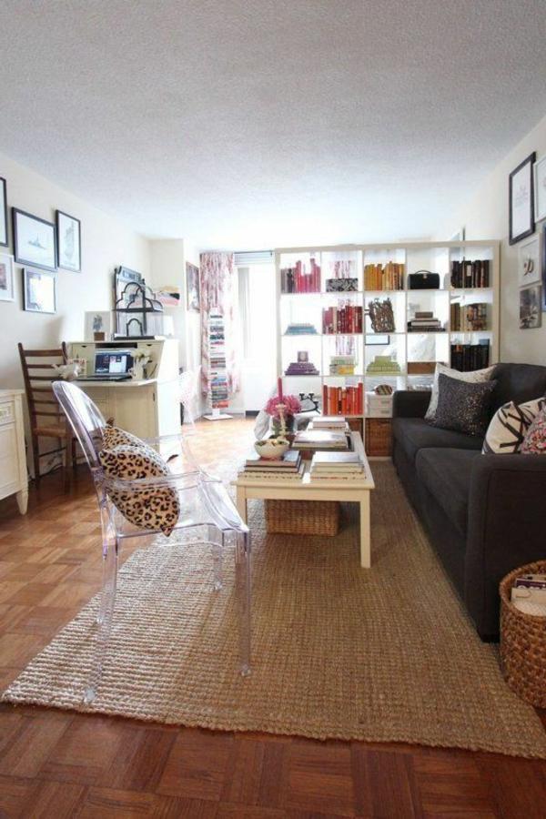 chaise-transparente-salle-de-séjour-vintage