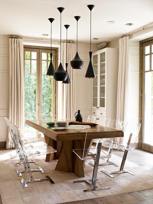chaise-transparente-suspensions-noires-chambre-beige