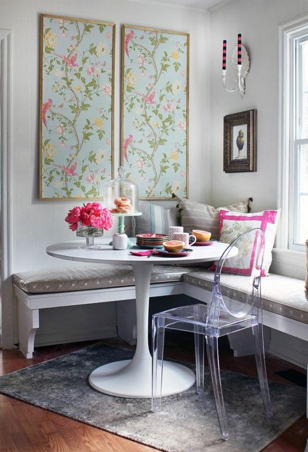 chaise-transparente-table-blanche-tulipe