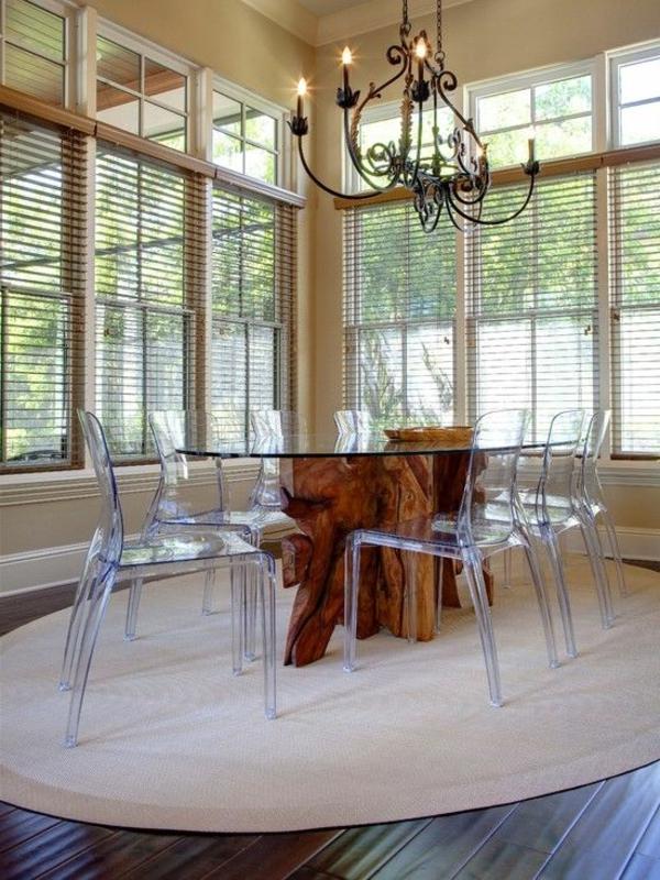 chaise-transparente-tapis-beige-rond-chandelier-intéressant