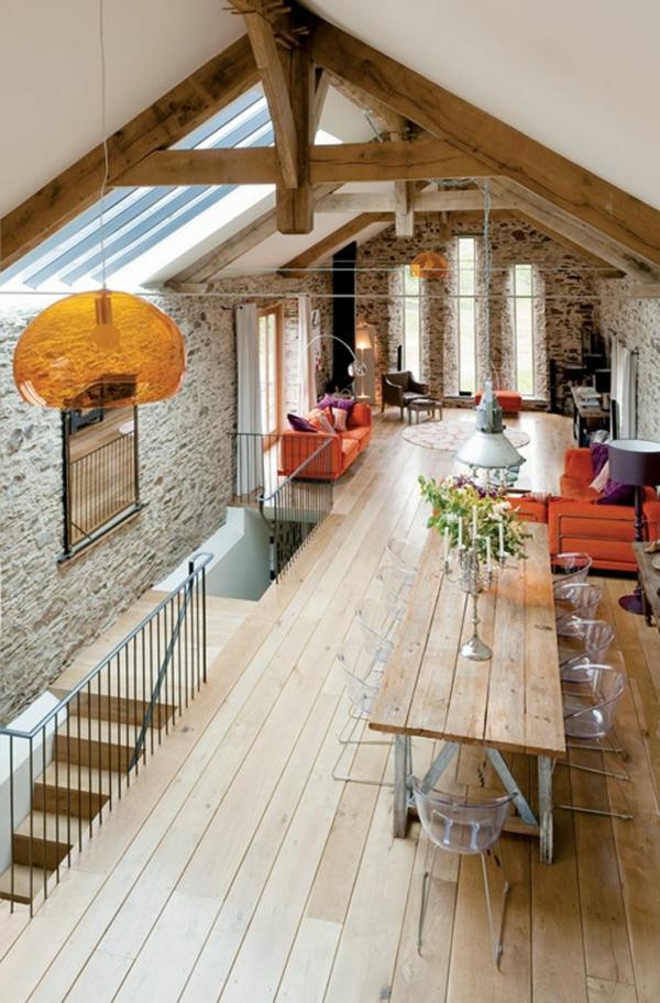 chaise-transparente-un-loft-fantastique-deuxième-étage-en-bois-et-pierre