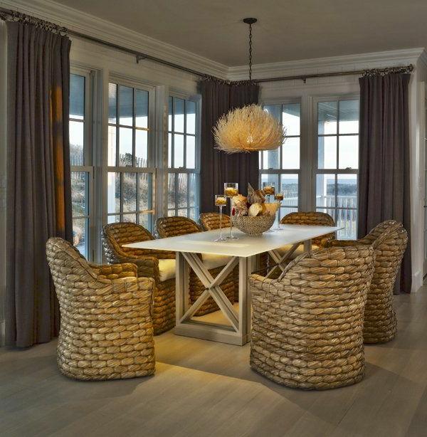 chaise-tressée-chaises-tressées-uniques-dans-une-salle-de-déjeuner