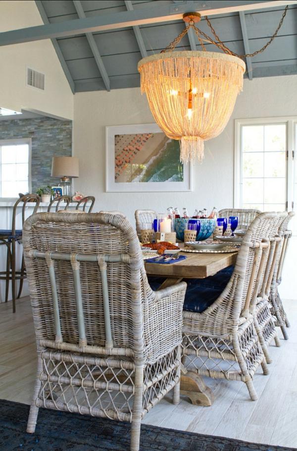 chaise-tressée-chaises-uniques-et-plafonnier-original