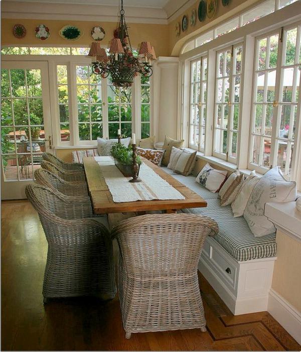 chaise-tressée-des-chaises-éco-et-une-banquette-salle-de-déjeuner
