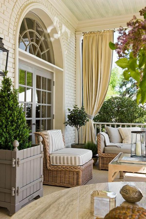 chaise-tressée-grandes-chaises-tressées-balcon-équipé