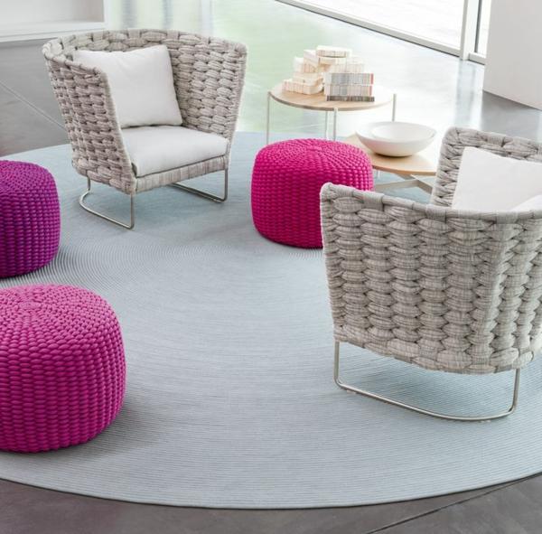 chaise-tressée-jolies-chaises-tressées-et-poufs-roses-tricotés