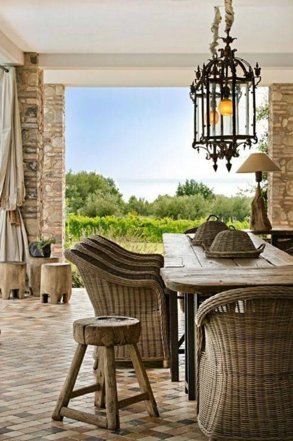 chaise-tressée-un-salon-rustique-magnifique