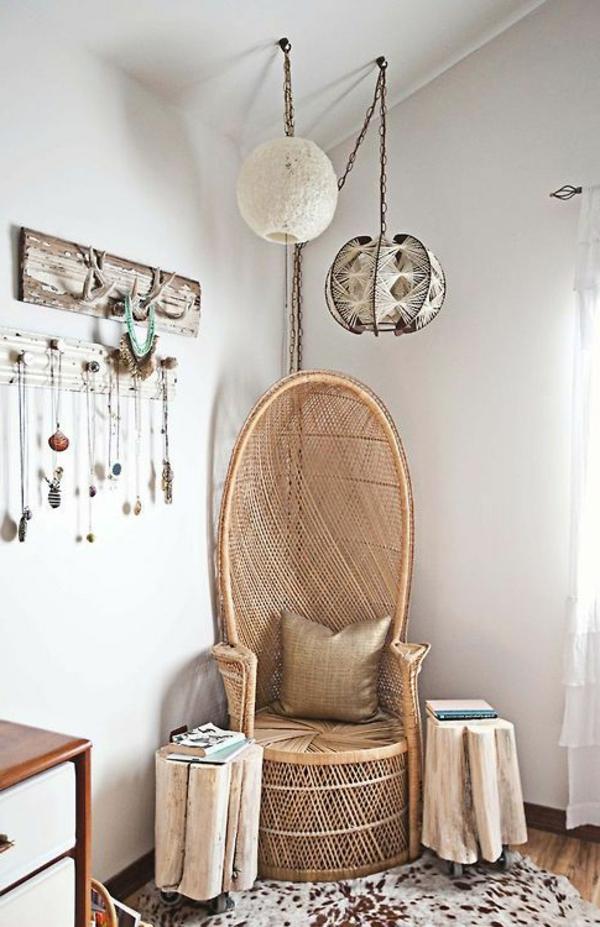 chaise-tressée-une-chaise-originale-et-porte-manteaux-rustiques
