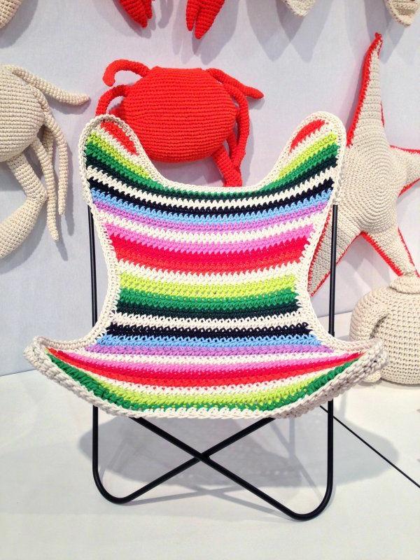 chaises-papillon-colorées