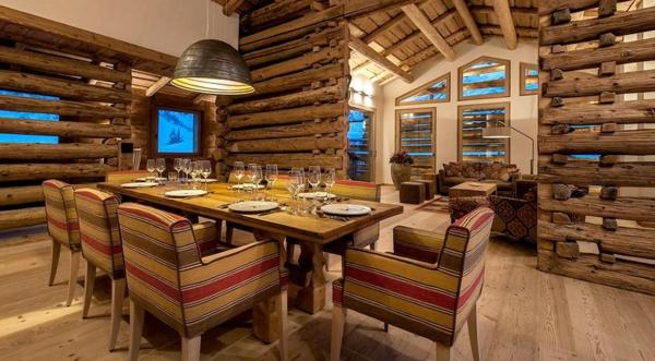 chalet-suisse-salle-de-déjeuner-chaleureuse