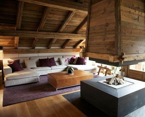 chalet-suisse-sofas-blancs-et-une-grande-cheminée-contemporaine