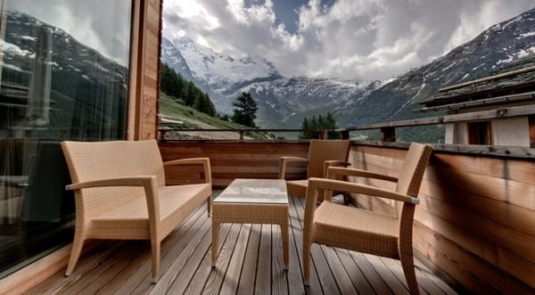 chalet-suisse-terrasse-élégante-et-vue-pittoresque