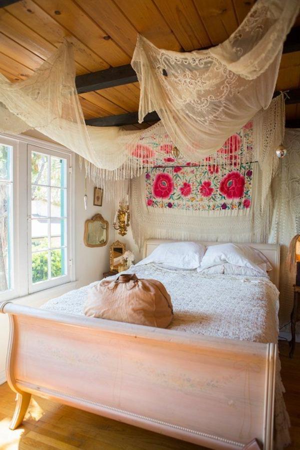 chambre-à-coucher0lit-avec-rideau