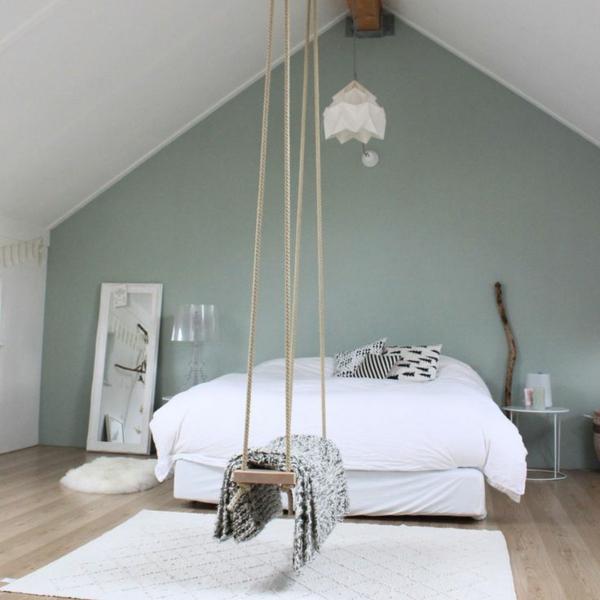 chambre-a-coucher-balancoire-lit-chandelier