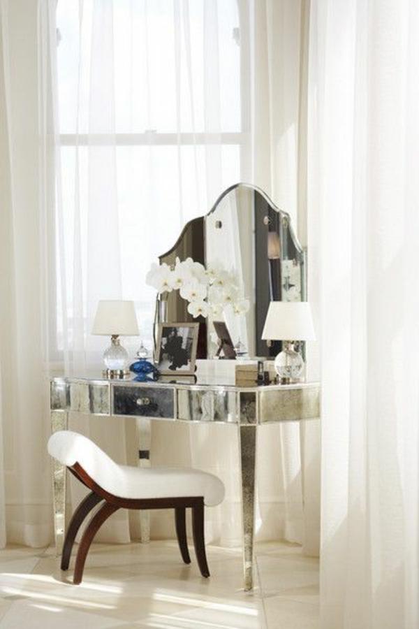 chambre-avec-table-de-maquillage-miroir
