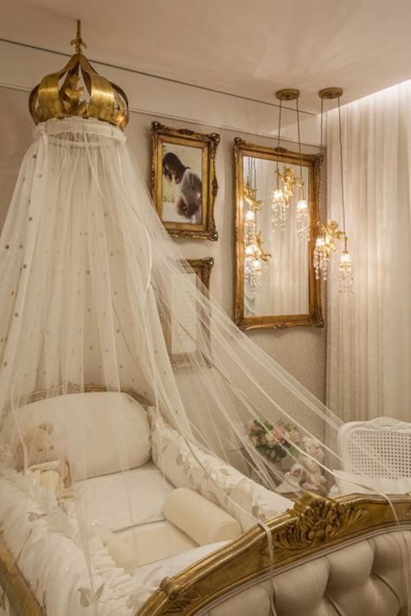 chambre-bébé-lit-avec-rideau