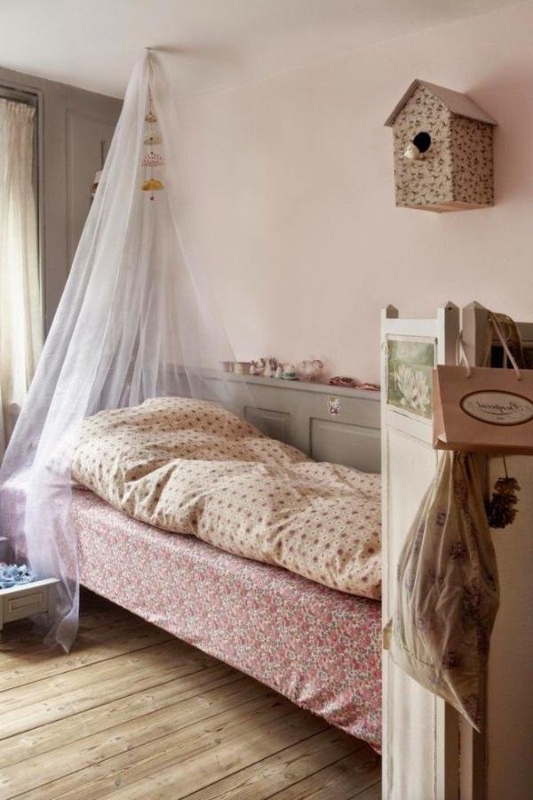chambre-bébé-voile-de-lit