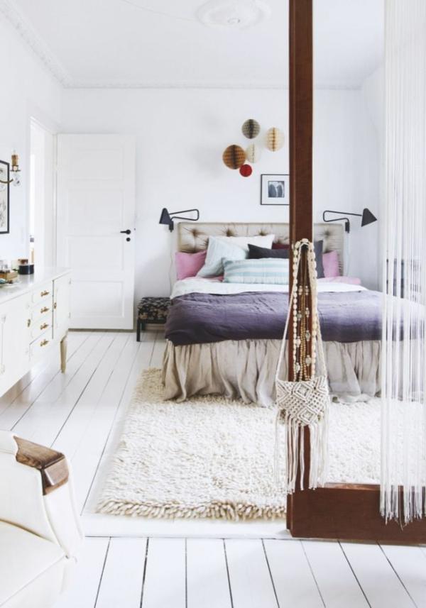 chambre-blanc-tapis-commodité