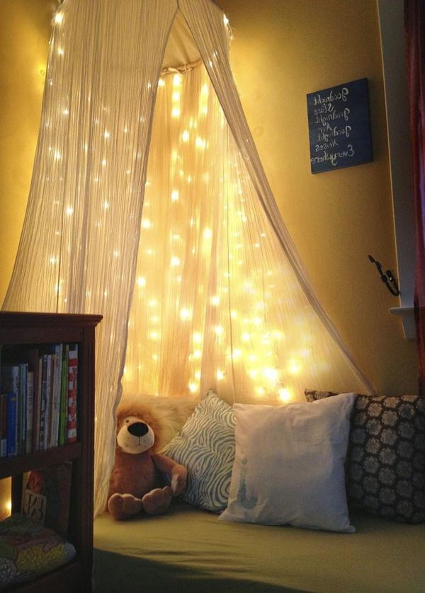 chambre-d-enfant-lit-avec-rideau