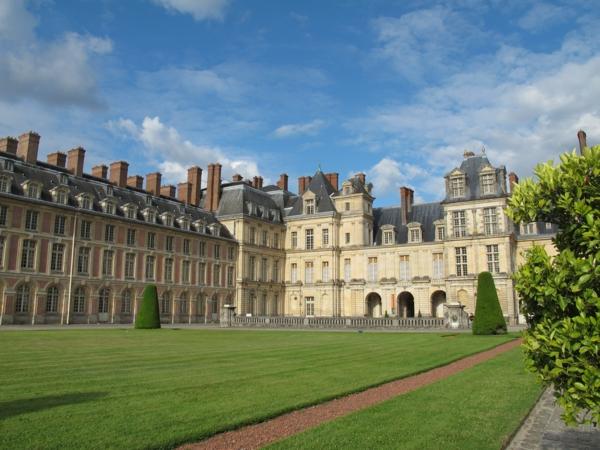 chateau-de-Fontainebleau-près-de-Paris-architecture-jardin-resized