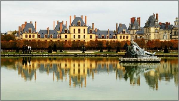 chateau-de-Fontainebleau-près-de-Paris-miroir-resized