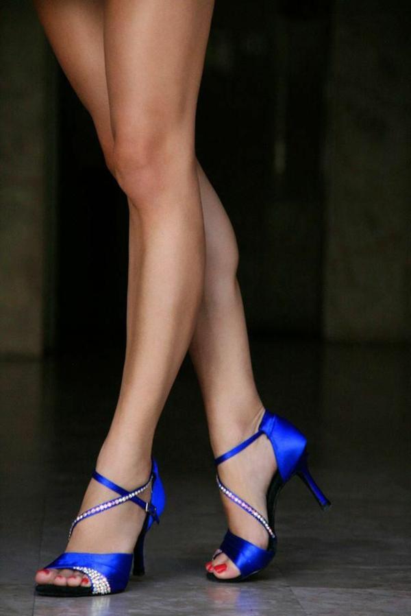 chaussures-de-salsa-bleues-incrustées