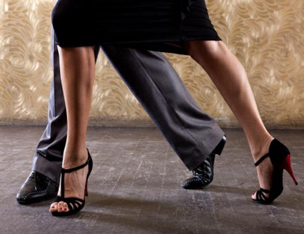 chaussures-de-salsa-la-magie-de-la-danse-latine
